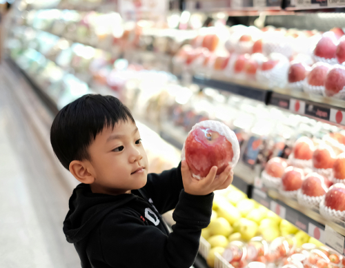 boy buying apple